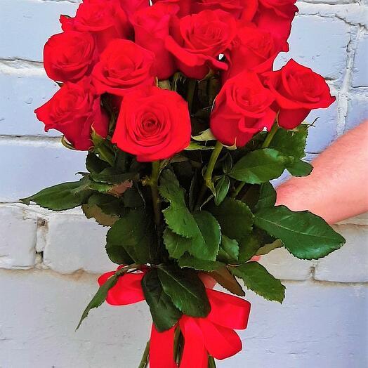 15 роз RED NAOMI