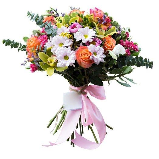Букет из кустовых хризантем зеленых орхидей и оранжевых роз с лентой: букеты цветов на заказ Flowwow