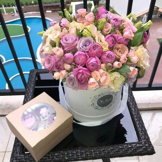 Букет из пионовидной розы и эустомы в коробке: букеты цветов на заказ Flowwow