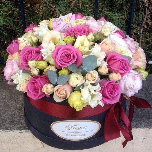 Коробка с розами и тюльпанами