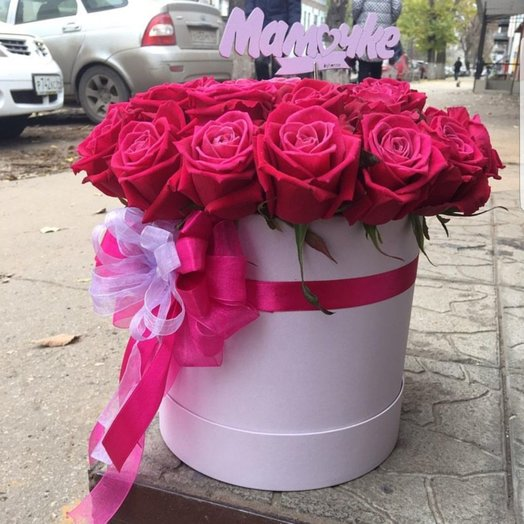 The composition of Ecuador roses in a box: flowers to order Flowwow