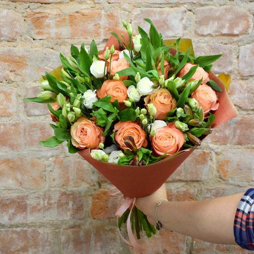 Букет из роз и альстромерий в крафте: букеты цветов на заказ Flowwow