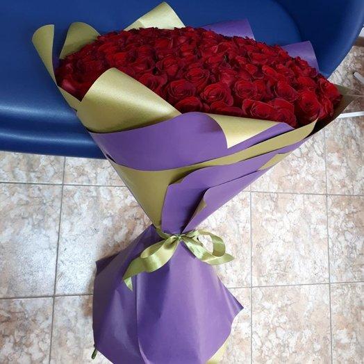 101 высокая красная роза: букеты цветов на заказ Flowwow