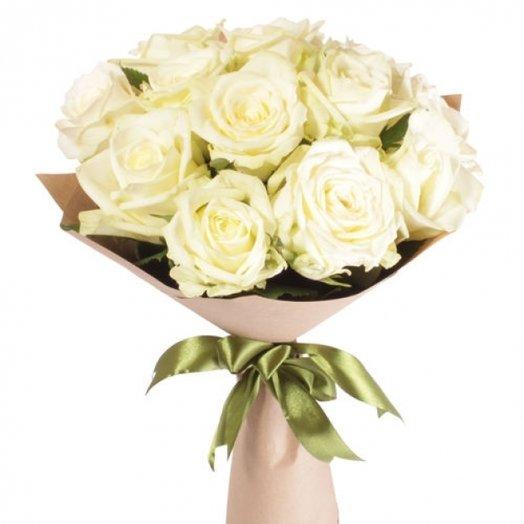 13 белых роз в крафте: букеты цветов на заказ Flowwow