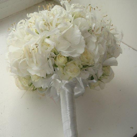Белый свет: букеты цветов на заказ Flowwow