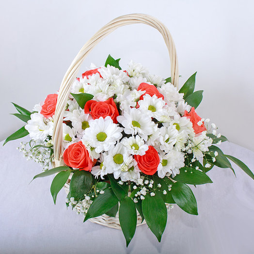 Basket of roses and chrysanthemums