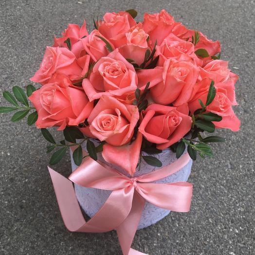 Цилиндр 19 коралловых роз: букеты цветов на заказ Flowwow