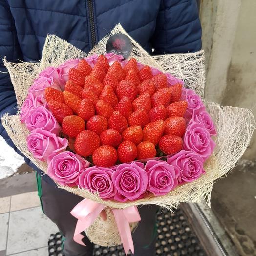 Букет из клубники с розами: букеты цветов на заказ Flowwow