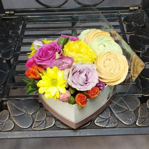Сердечко с воздушным безе: букеты цветов на заказ Flowwow