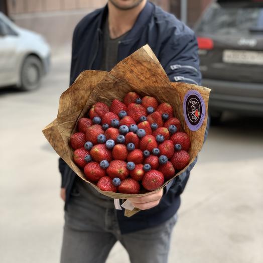 Букет из клубники в шоколаде с голубикой: букеты цветов на заказ Flowwow
