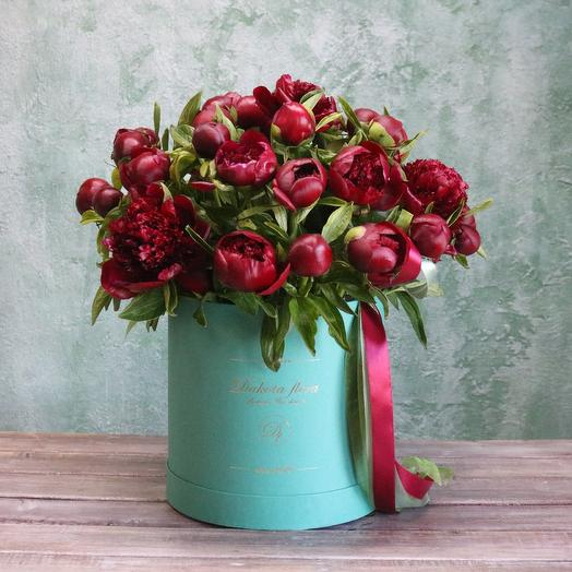 Бордовые пионы: букеты цветов на заказ Flowwow