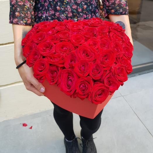 Коробка сердце из 50 роз: букеты цветов на заказ Flowwow