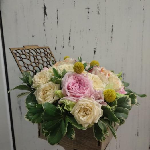 Композиция с пионовидными розами: букеты цветов на заказ Flowwow