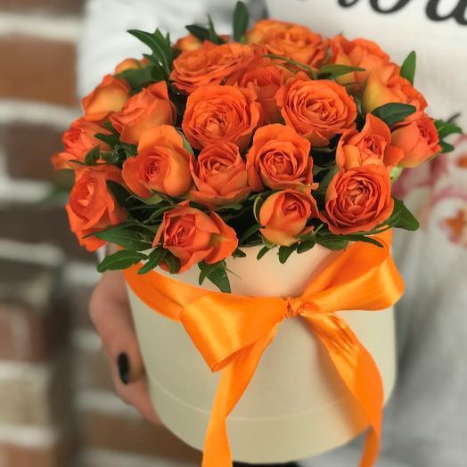 Мини комплимент. Коробка с кустовыми розами. N643: букеты цветов на заказ Flowwow