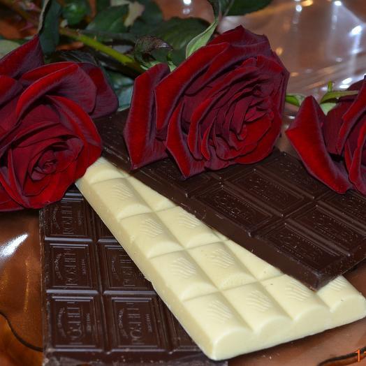 Набор 3 красные розы и Молочный шоколад 100 гр: букеты цветов на заказ Flowwow