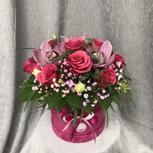 Композиция с розами и орхидеями