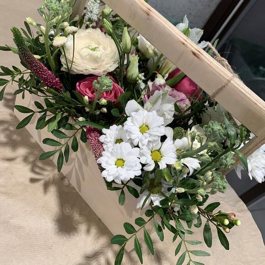 Ящик с пионовидной розой: букеты цветов на заказ Flowwow