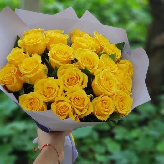 букет из 25 желтых роз 40 см