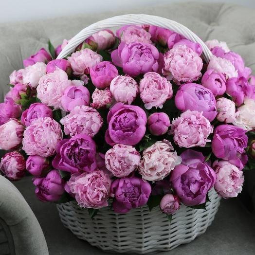 Корзина из 101 пиона: букеты цветов на заказ Flowwow
