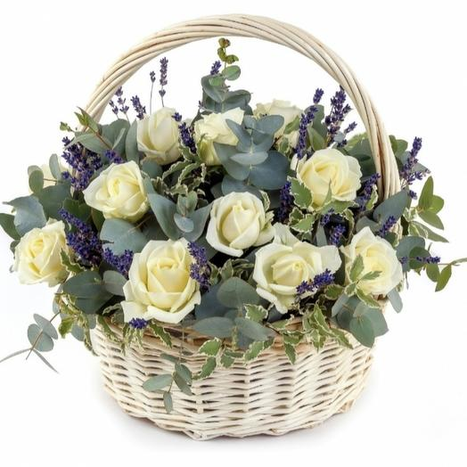 Basket with rose avalanzh