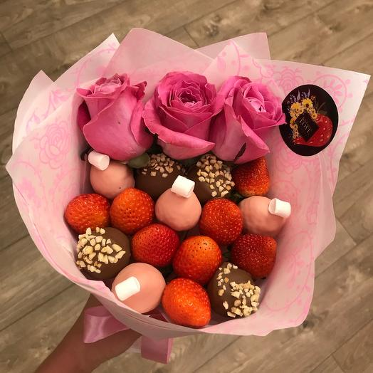Мини букет из клубники в шоколаде микс с розами