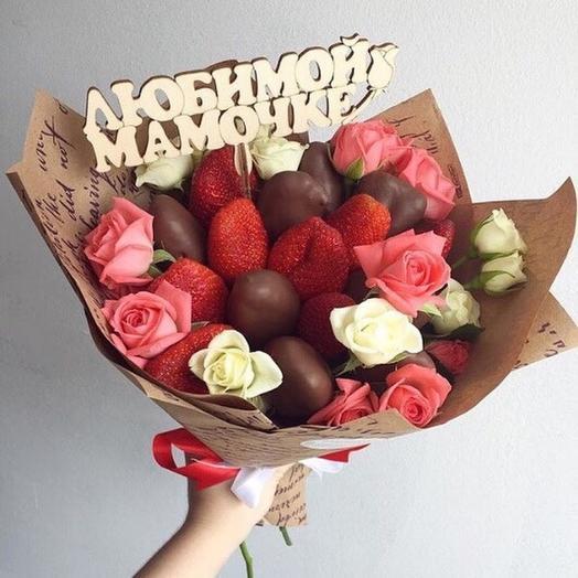 Букет из клубники с розами для мамы