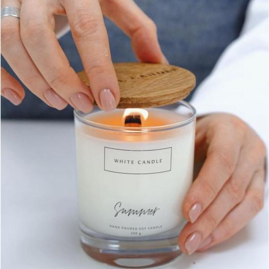 Свеча ароматизированная WHITE CANDLE Summer/ Лето с деревянным фитилем,Аромат: Персик, Базилик