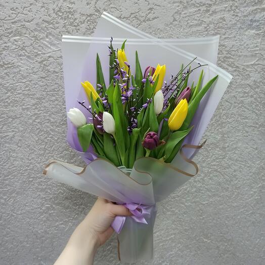 Букет тюльпанов с генистой