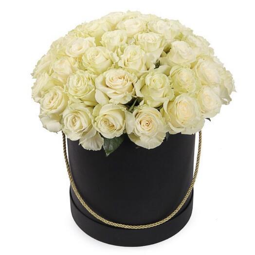 Цветы в коробке 51 белая роза