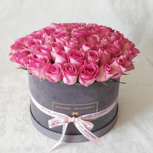 Люкс Вельвет серый. 65 розовых роз