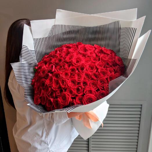 М189 - Монобукет из 101 розы Ред Наоми
