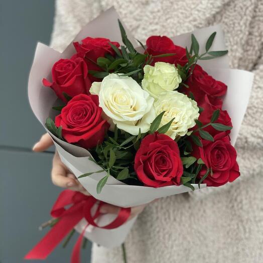 Букет Фея из красных и белых роз