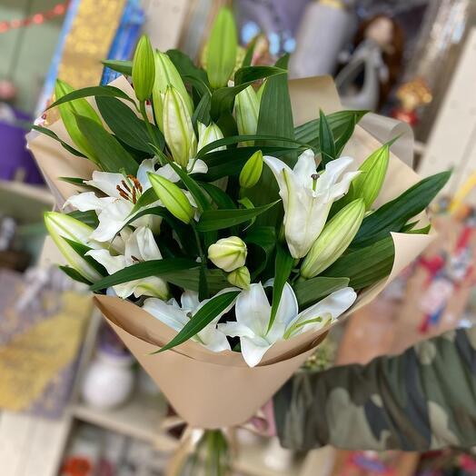 Букет из 7 красивых лилий
