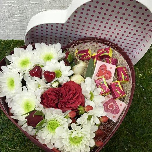Сердечко Love is: букеты цветов на заказ Flowwow