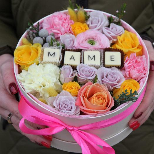 Сладкая коробочка ко дню мамы в розово-персиковой гамме: букеты цветов на заказ Flowwow