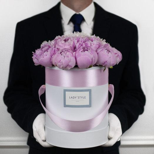 Французские пионы Sarah Bernhardt в шляпной коробке M: букеты цветов на заказ Flowwow