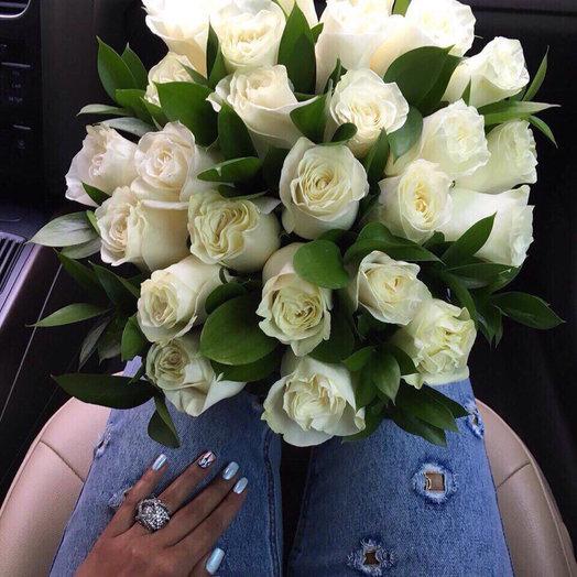 27 белых роз: букеты цветов на заказ Flowwow