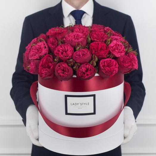 Пионовидная роза Red Piano в шляпной коробке XL: букеты цветов на заказ Flowwow