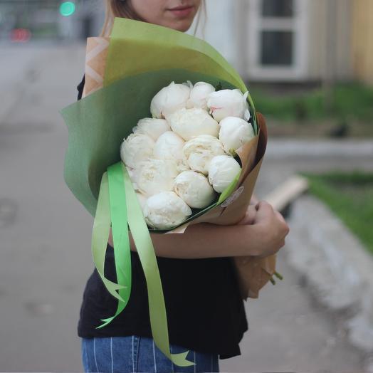 15 крупных белых пионов: букеты цветов на заказ Flowwow