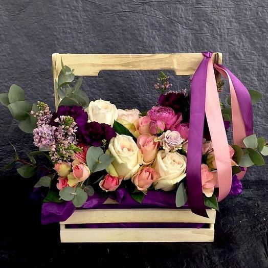 Ящик с ароматными розами: букеты цветов на заказ Flowwow