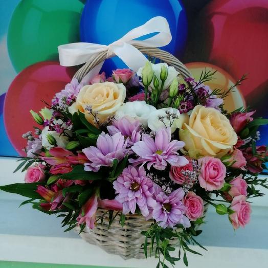 Радостная корзинка: букеты цветов на заказ Flowwow