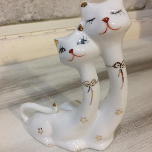 Статуэтка «2 кота»: букеты цветов на заказ Flowwow