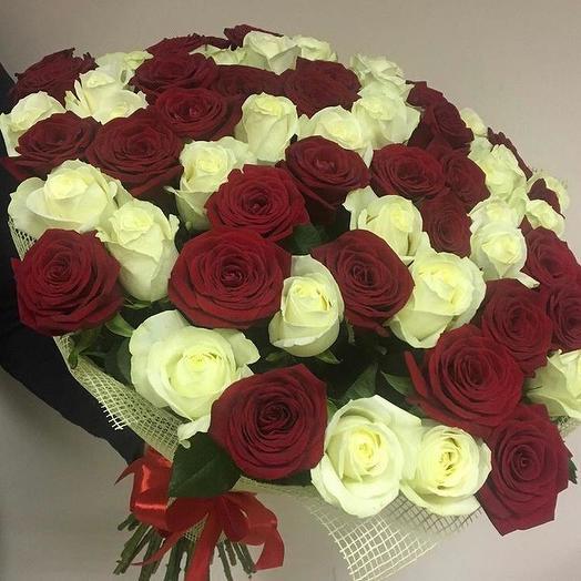 Микс из красно-белых роз 51 шт: букеты цветов на заказ Flowwow