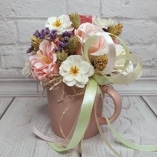 Подарочная композиция в розовой кружке: букеты цветов на заказ Flowwow
