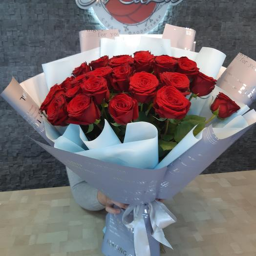 31 red rose in a strong design