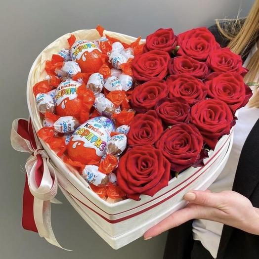 """Цветы и сладости в коробке """"Люблю"""""""