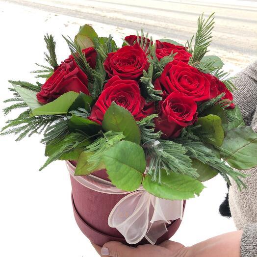 Цветы в коробке 11 роз