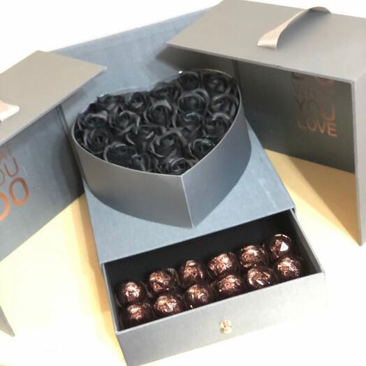 Чёрные мыльные розы в коробке футляре