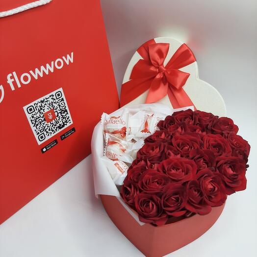 Коробка сердце с розами и рафаэлкой