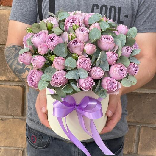 Сиреневые пионовидные розы